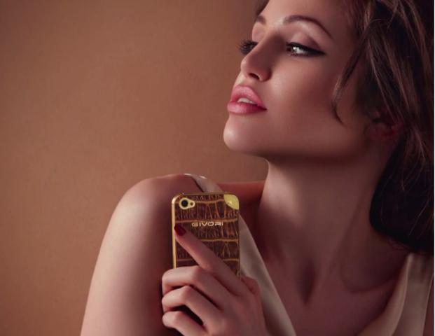 Lina Sand sosia di Angelina jolie